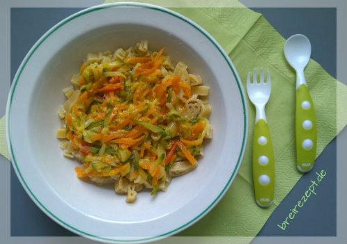 Nudeln mit Gemüse-Käsesosse